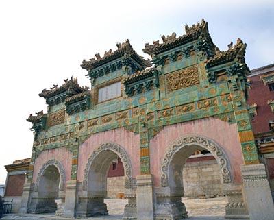 外八庙须弥福寿之庙的琉璃牌坊